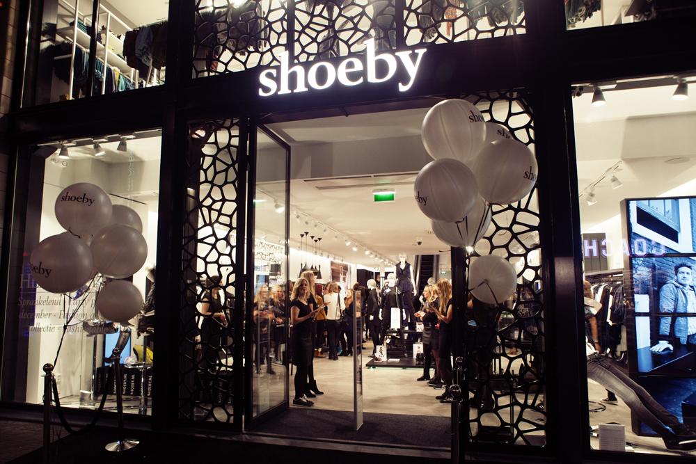 Zelf kleding ontwerpen bij nieuwe shoeby flagshipstore in for Interieur winkel den haag